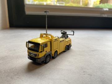 Herpa MAN TGS L E6 Empl Bison Abschleppwagen gelb